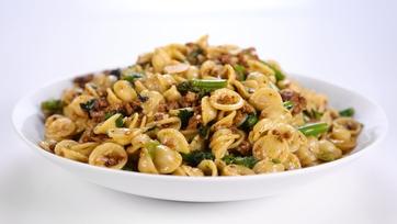 Mario Batali\'s Sausage and Broccoli Rabe Pasta