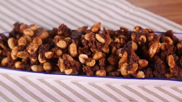 Maple Bacon Peanuts