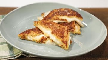 Mozzarella in Carrozza (Fried Mozzarella Sandwiches)