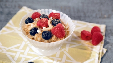 Double Berry Crumble Oatmeal Bowl