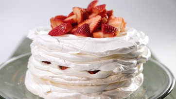 Meringue Cake with Mascarpone and Strawberries