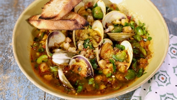 Clams with Beans Stew