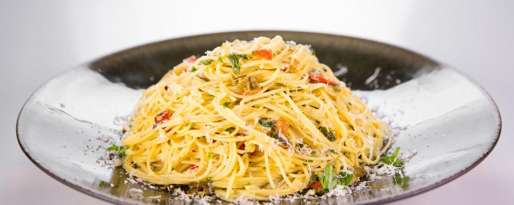 Mario Batali\'s Spaghetti Aglio e Olio