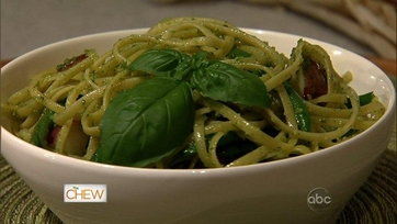 Mario Batali\'s Spaghettinni with Pesto, Green Beans and Potatoes