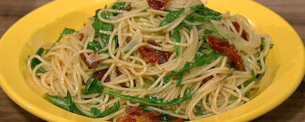 Spaghettini with Sun-Dried Tomatoes and Arugula