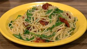 Spaghettini with Sun-Dried Tomatoes and Arugula