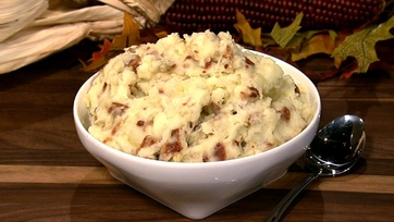 Nigella Lawson\'s Cheddar Mashed Potatoes With Bacon and Apples