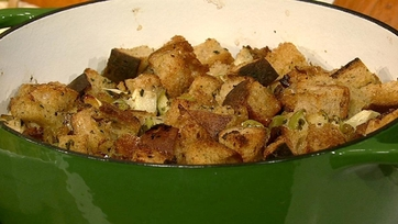 Sourdough Stuffing with Apples
