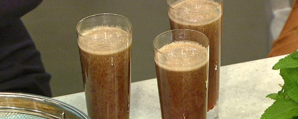 Daphne Oz\'s Strawberry Raspberry Cucumber Juice