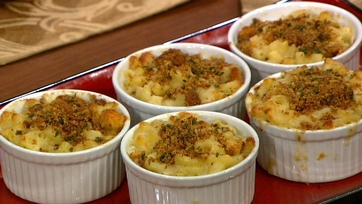 Baked Macaroni\'s and Cheese with Black Truffle Oil