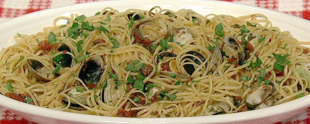 Mario Batali\'s Linguine with Clams
