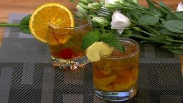 Clinton Kelly\'s Bourbon Peach Smash