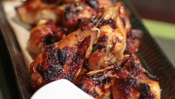 Daphne Oz\'s Sweet and Spicy Baked Wings