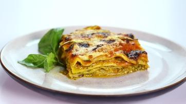 Daphne Oz\'s Light Sausage Lasagna