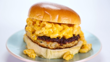 Clinton Kelly\'s Chicken Mac and Cheese Burgers