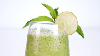 Daphne Oz\'s Chilled Cucumber Lime Cocktail