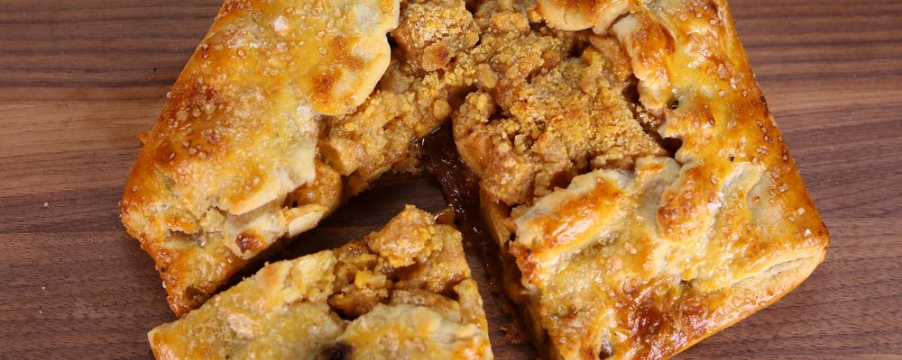 Apple Pie with Cheddar Crumble