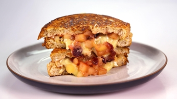 Clinton Kelly\'s Brie and Apple Grilled Cheese