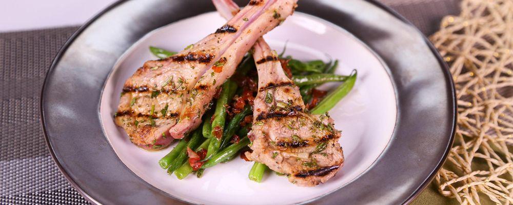 Mario Batali\'s Green Beans with Serrano Ham and Garlic