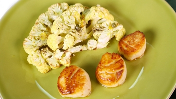 Michael Symon\'s Scallops with Slow-Roasted Cauliflower Steak