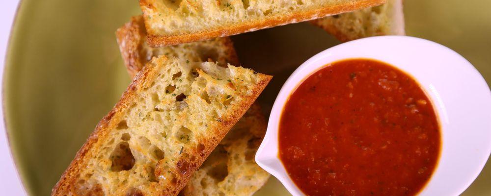 Roasted Garlic Bread & Tomato Dip
