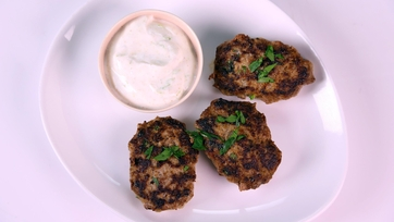 Kofte Bites with Yogurt-Honey Dip