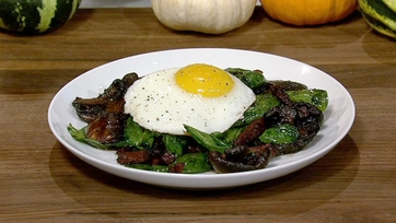Spinach Salad with Fried Egg, Bacon and Mushrooms