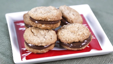 Peanut Butter Cookies with Chocolate-Hazelnut Spread: Part 1