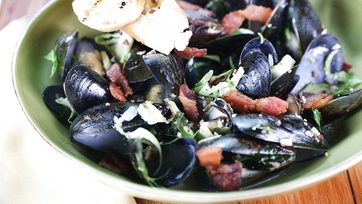 Mussels with White Wine & Garlic: Part 1