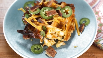 Herb Crusted Mac \'n\' Cheese Waffles