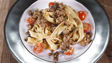 Creamy Fettuccine with Spicy Sausage and Cherry Tomatoes: Part 1