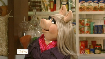 Clinton Confidential with Miss Piggy