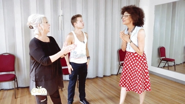 Carla Surprises Paula at Her DWTS Rehearsal