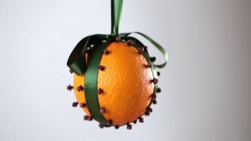 Holiday Craft: Orange Pomeranders