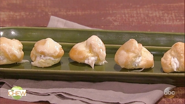 Clinton Kelly\'s Cheese Puffs with French Onion Dip: Part 1