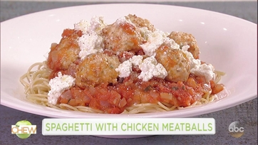 Clinton Kelly and Fran Drescher Make Spaghetti With Chicken Meatballs: Part 1