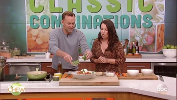 Clinton Kelly and Fran Drescher Make Spaghetti With Chicken Meatballs: Part 2
