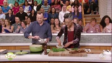 Carla Hall and Clinton Kelly Make a San Francisco Seafood Stew: Part 2