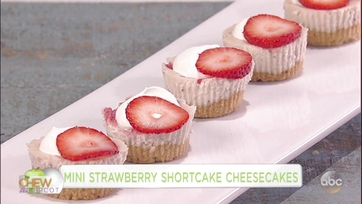 Clinton Kelly and Monica Make Mini Strawberry Shortcake Cheesecakes: Part 1