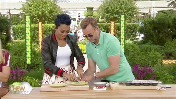 Clinton Kelly and Monica Make Mini Strawberry Shortcake Cheesecakes: Part 2