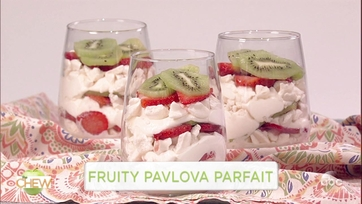 Clinton Kelly and Victoria Justice Make a Fruity Pavlova Parfait: Part 1