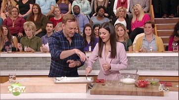 Clinton Kelly and Victoria Justice Make a Fruity Pavlova Parfait: Part 2