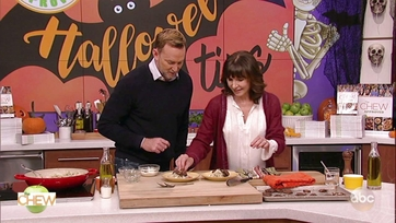 Mary Steenburgen and Clinton Kelly Make Cauliflower Risotto With Shiitakes and Piquillo Peppers: Part 2