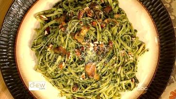 Sunny Anderson\'s Collard Pesto Pasta
