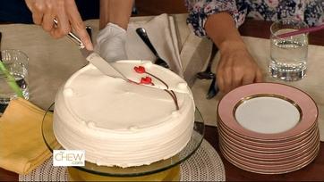 Carla\'s Cake Walk, Cake Slicing Tip!