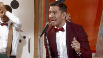 "Andy Grammer ""Honey I\'m Good/Good To Be Alive"" (Live at Radio Disney Family Holiday)"