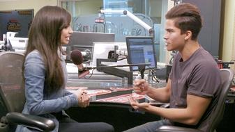 Sofia Carson and Alex Aiono Play Rock-Paper-Scissors