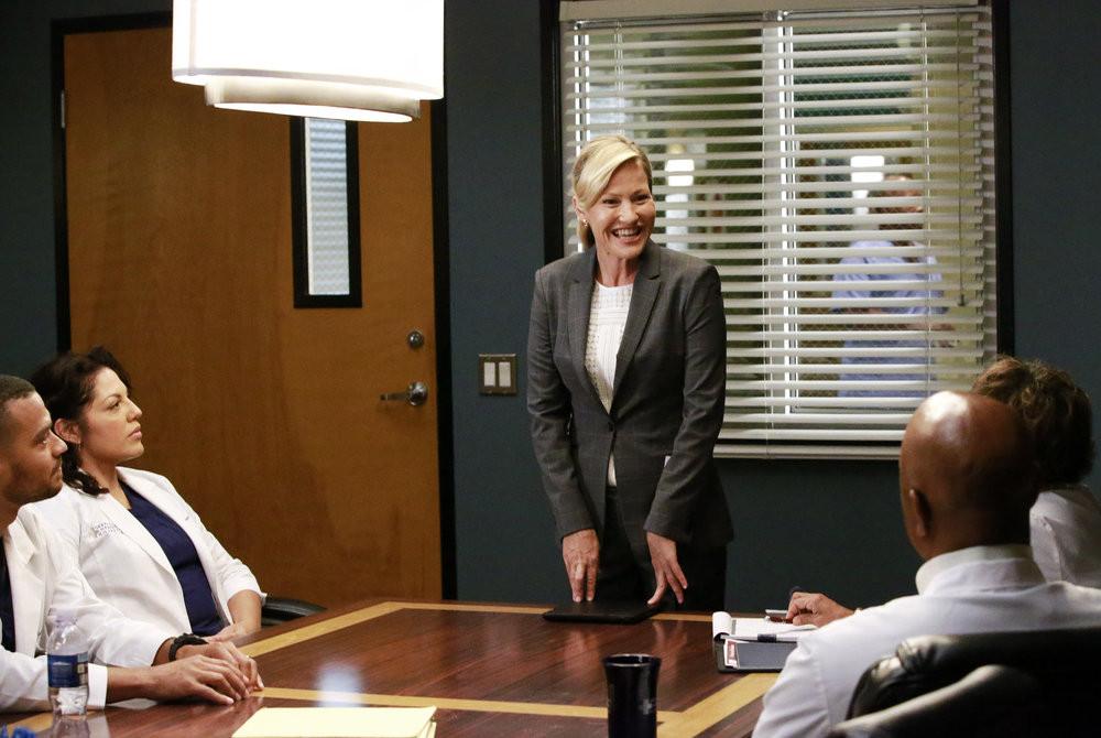 Greys Anatomy Season 12 Premiere Sneak Peeks Sledgehammer Greys