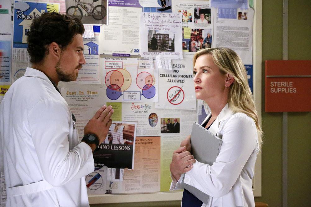 Grey\'s Anatomy Recap: Season 12 Premiere Sledgehammer Meredith ...