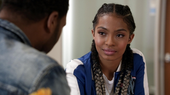 Watch Zoey And Dre S Heart To Heart Video Black Ish
